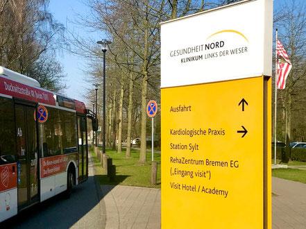 Leitsystem an der Bushaltestelle am Krankenhaus Links der Weser (LdW) in Bremen-Kattenturm, Bremen Obervieland