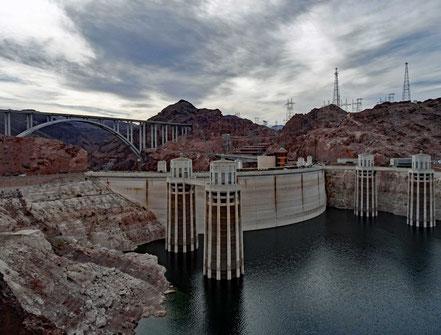 Motoglobe Motorradreisen. Der Hoover Staudamm am Lake Mead in Nevada, USA.