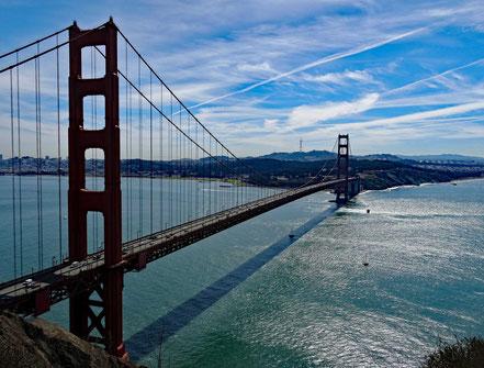Motoglobe Motorradreisen. Vom Aussichtpunkt Batterie Spencer Point hat man eine schönen Blick auf die Golden Gate Bridge und das Meer.
