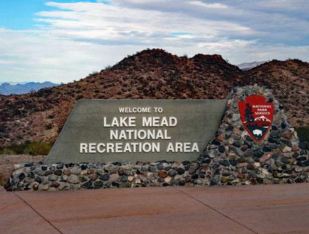 Motoglobe Motorradreisen. Das grosse Eingangsschild des Lake Mead National Recreation Area