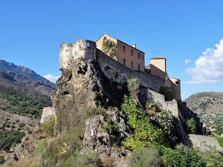 Motorradreisen die Felsten mit Festung
