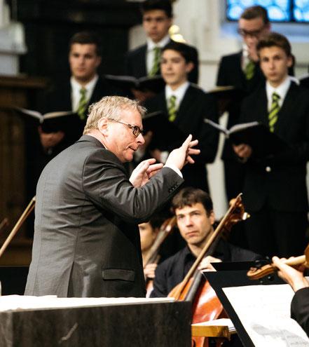Dirigent und Chorleiter Eberhard Rex bei der Uraufführung der Kantate Dorothea von Joël von Moos