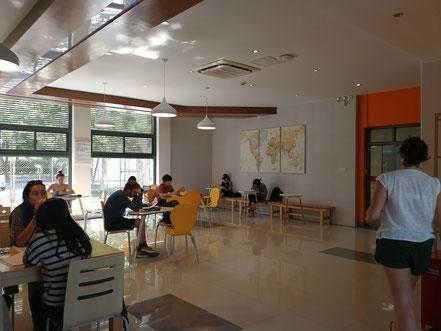 華東師範大学  学生寮2号楼の1階共用スペース
