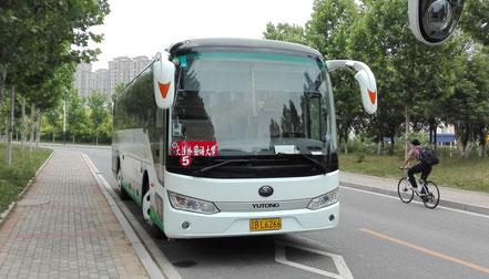 大連外国語大学のシャトルバス。