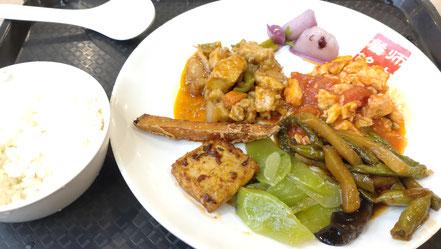 遼寧師範大学 学生食堂 食事風景