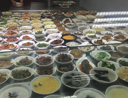 上海留学 華東師範大学 豊富なおかずが揃う学生食堂