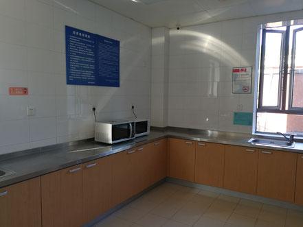 華東師範大学  学生寮2号楼の共同キッチン