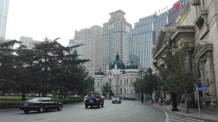 大連市中山広場のロータリー