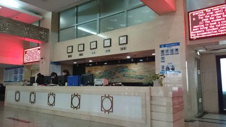 北京語言大学 17号楼の1階受付カウンター