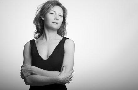 florence-clot-photographies-photographe-portrait-femme-naturelle-studio-hérault