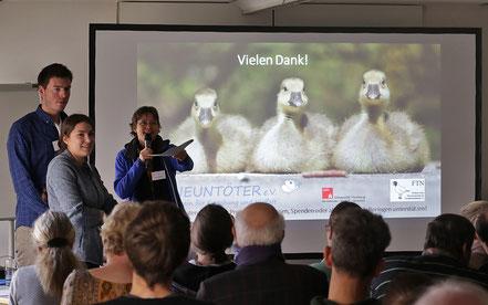 Lea-Carina Mendel und Simon Hinrichs beantworten Fragen (Foto: Jens Hartmann)