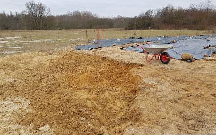Umgraben der zu bearbeitenden Fläche