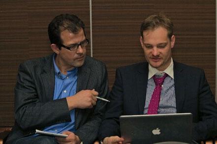 Letzter Check vor seinem Vortrag Ztm. Christian Hannker(rechts)