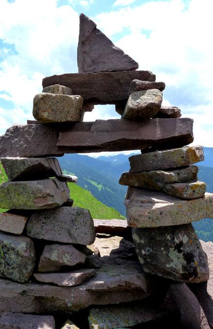 cairn dans les Pyrenées au col de Sonères