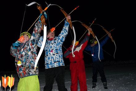 tir à l'arc en nocturne sur la neige