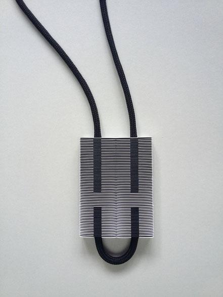 """pendentif """"Way"""" papier - papier synthétique ©2016 paper jewelry bruxelles belgium contemporary bijou contemporain"""