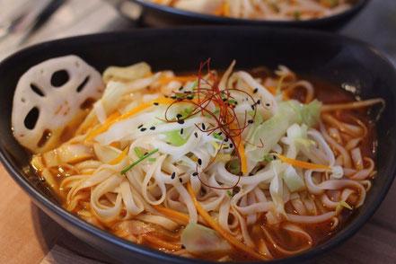 08 | Frische Nudeln und Gemüse in Chili-scharfer Suppe