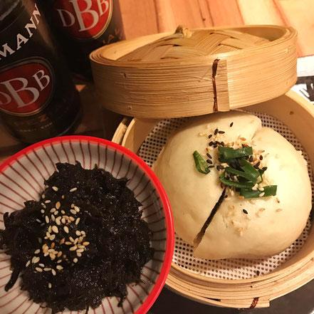 03 | Gedämpftes Hefebrot (Mantou) mit eingelecktem Senfgemüse