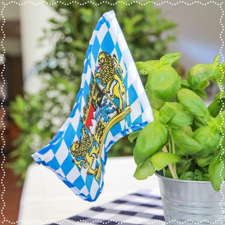 Bayern Flagge und frischer Basilikum