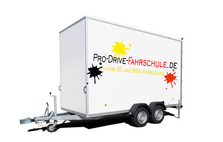 Anhänger der Pro Drive Fahrschule in Köln, für die Ausbildung der Klasse BE und B96