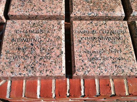 Oleander Harriet Newding. Gedenksteine der Familie Newding bei der Trinity Episkopal Church/ Galveston