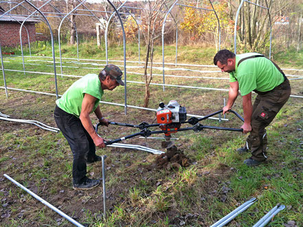 Bei OLEANDER HAUS werden die Folientunnel für die Überwinterung der Oleander aufgestellt.