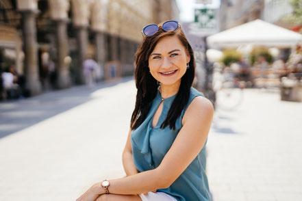 Ein strahlendes Lächeln – Welcher Zahn das Implantat ist? Bei Tamara nicht zu erkennen.