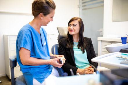 Legt großen Wert auf eine ausführliche Beratung ihrer Patienten – Dr. med. dent. Meike Ehmann.