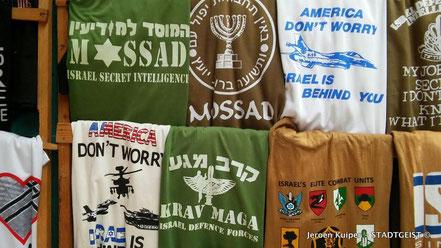 """Het ontbreekt in Israel niet aan zelfvertrouwen: t-shirts met het opschrift: """"don't worry America, Israel is behind you"""""""