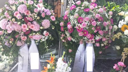 Kränze in rosa Tönen