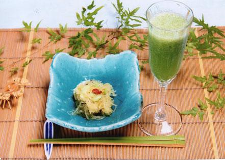 糸瓜と木茸の胡麻酢和え ゴーヤ入りリンゴジュース