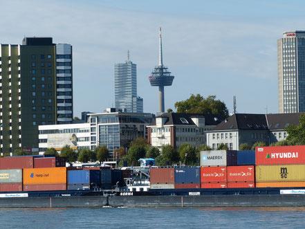 Bild: Köln Rhein Colonius Container-Schifffahrt
