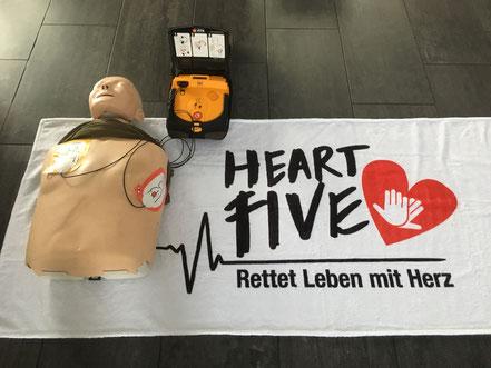 Defibrillator mit Puppe