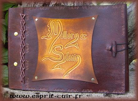 """Grimoire antique """"Mallory et Sylvain"""""""