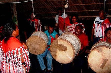 Bigi Poika - Sambura drum groep