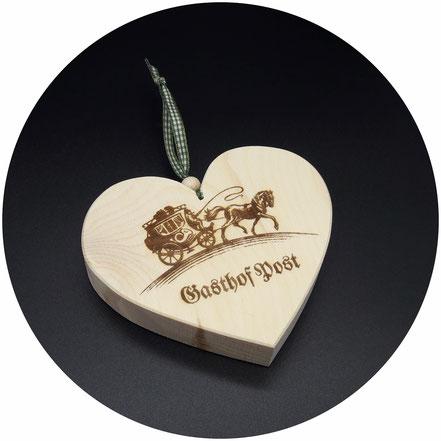 Holz Geschenke Zirben Holz Herzen für Hotels, Firmen, Gemeinden, als Gastgeschenke, Geschenke für Kunden
