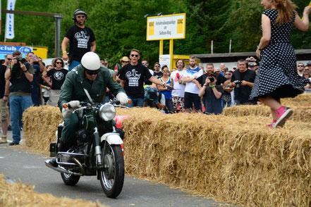 Polizeimotorrad beim Glemseck 101 am Start der 1/8-Meile
