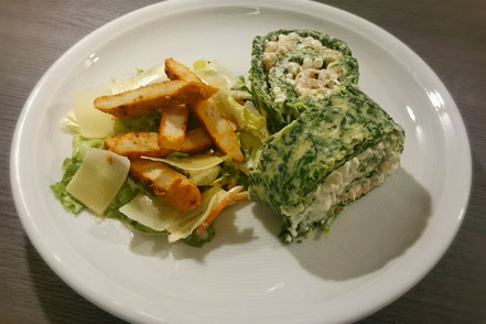 Spinat-Frischkäserolle mit Lachs