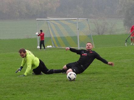 Wenig Spaß hatte Torhüter Manuel Geiger gegen den FV Rot.