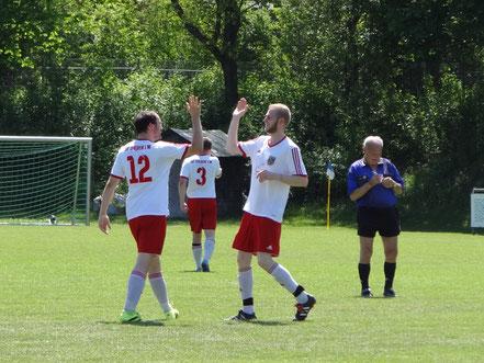 Je 2 Treffer steuerten Julian Mayr und Patrick Rechtsteiner zum Sieg bei. Da hatte der Schiedsrichter viel zu notieren.