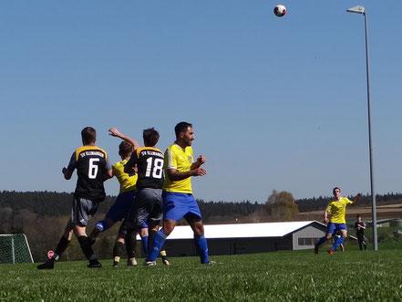 Abdullah Deregözü (Bildmitte) erzielte 2 Tore gegen den SV Ellwangen.