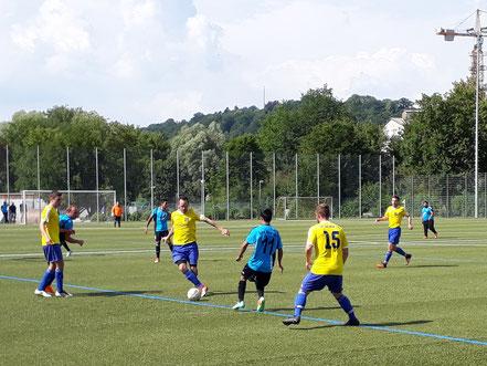 Das einzige Spiel der Saison auf Kunstrasen gab es am letzten Spieltag in Biberach.