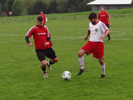 Ersin Demirov (rechts) erzielte in seinem zweiten Spiel sein erstes Tor für die SF Sießen.