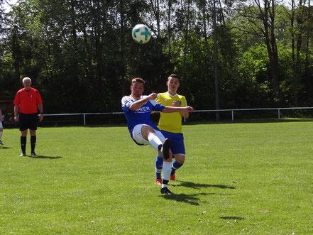 Marius Egger hatte im Kampf um den Ball die gleichen Schwierigkeiten wie seine Mannschaftskollegen.