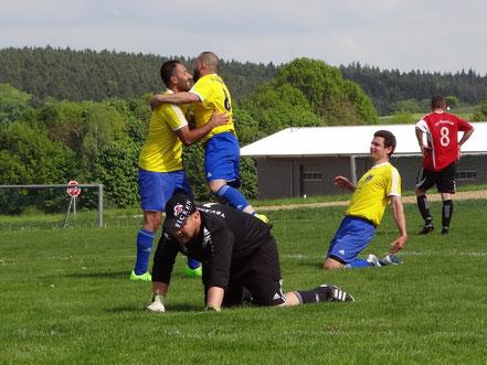 Große Freude bei Abdullah Deregözü, Sezgin Pasov und Michael Thanner nach dem 3:0.