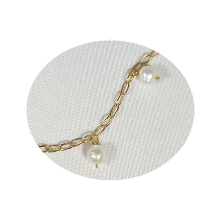 Délicate chaîne en gold filled, perles de culture pour ce bracelet Eve