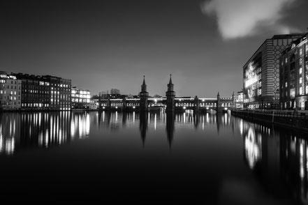 Osthafen, Oberbaumbrücke, Berlin, monochrom, Holger Nimtz, nightshot, Nachtaufnahme, Langzeitbelichtung, longexposure, Spree,