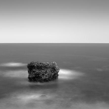 Punta arenas blancas, Rock, fine art, El Hierro, Canary Islands, Kanarische Inseln, Holger Nimtz, seascape, monochrom, schwarz-weiß, Langzeitbelichtung, longexposure, minimalismus, minimalism, minimalistisch, Fotokunst,