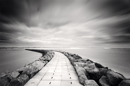 Hvide Sande, Mole, black and white, monochrome, Denmark, Dänemark, Nordsee, North Sea, longexposure, Langzeitbelichtung, Holger Nimtz, Fotografie, photography, seascape,