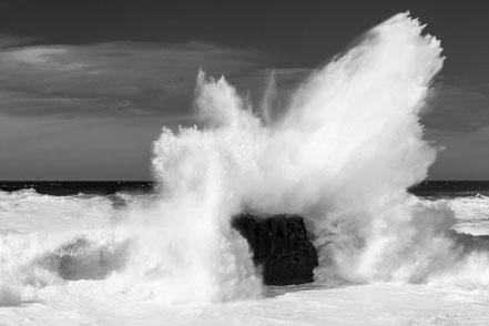 Pozo de las Calcosas, explosion, wave, monochrome, fine art, dekorativ, wallart, El Hierro, Canary Islands, Kanarische Inseln, Kanaren, Holger Nimtz, Fotokunst,